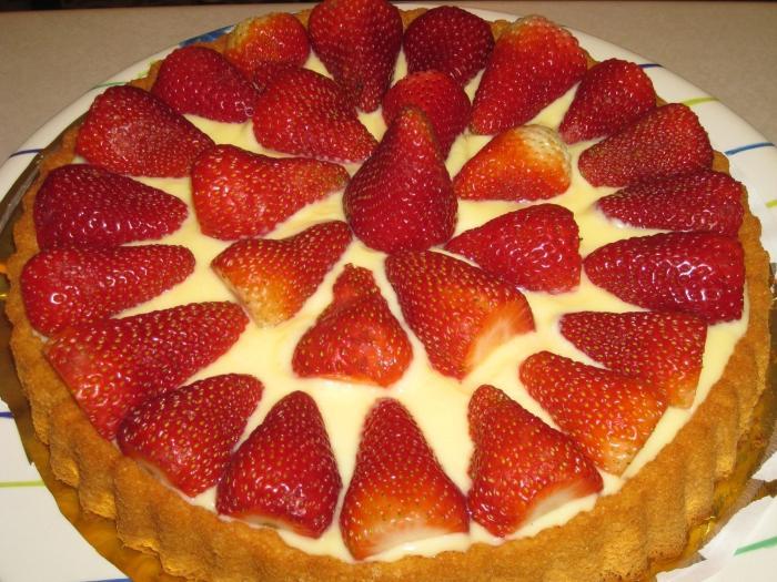 Фото рецепт пирога с яблоками и клубникой