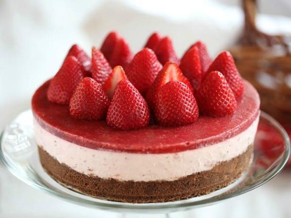 Сделать клубничный торт без выпечки