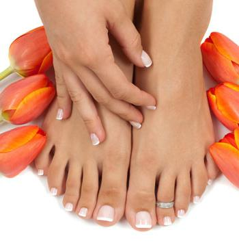 Чем лечат грибок ногтей на ногах дома и при помощи медикаментозных препаратов?