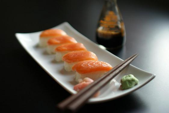 в чем разница суши и роллы