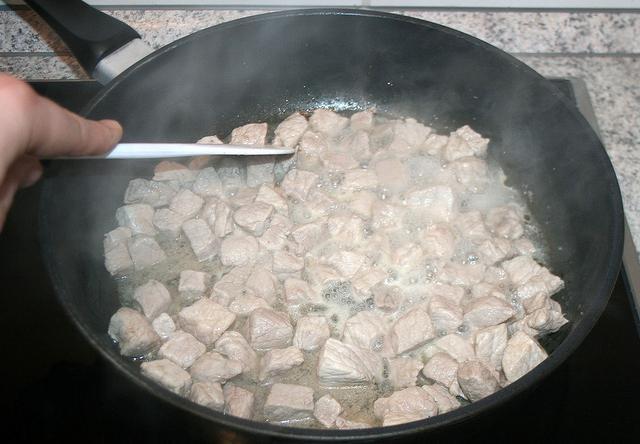 поджарка из свинины с подливкой с мукой