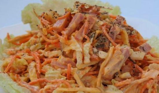 салат с корейской морковкой с копченой колбасой
