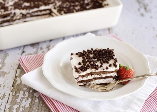 торт без выпечки из печенья с творогом семейный