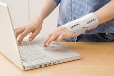 Почему болит рука от локтя до кисти