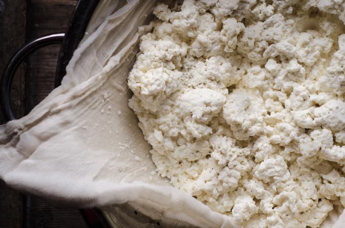Как сделать творог из цельного молока в домашних условиях