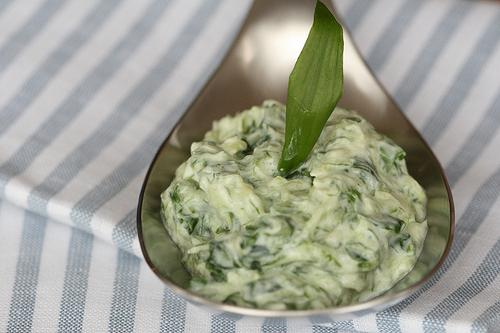 салат из свежей черемши