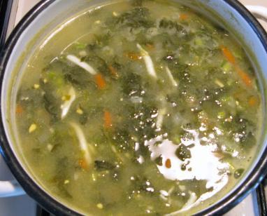 Зеленый борщ со щавелем и яйцами: рецепт