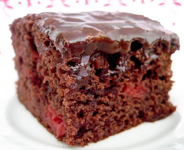 Шоколадный пирог с вишней в духовке рецепт