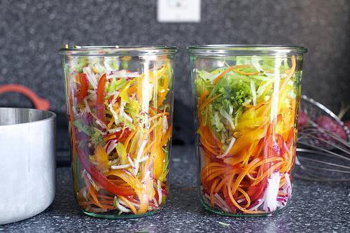 На чем режут овощи для салата 136