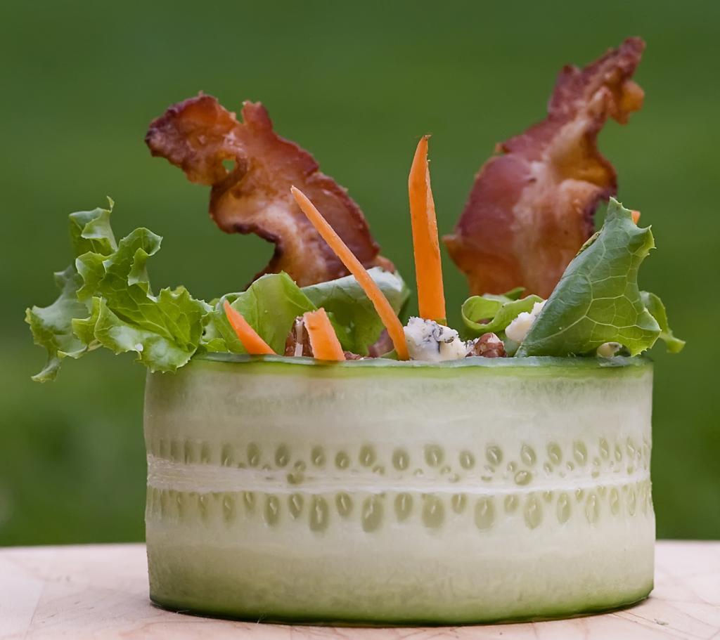 вкусный салат с говядиной и овощами без майонеза