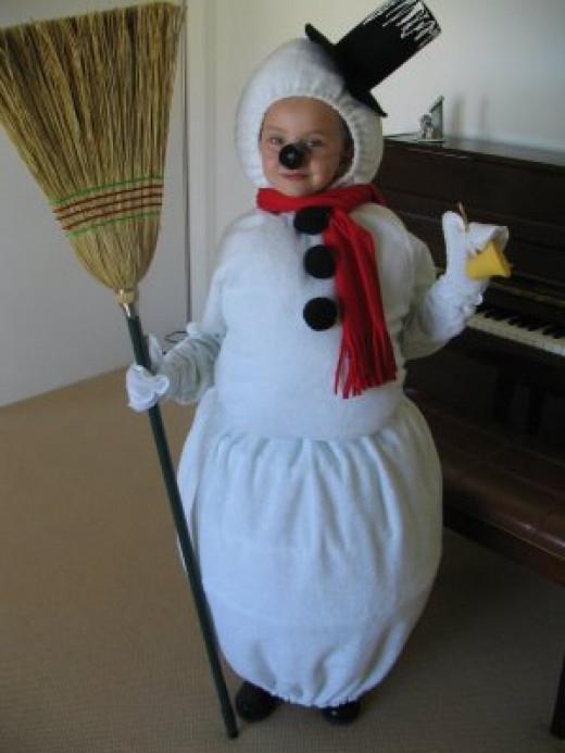 Костюм снеговика своими руками для мальчика фото пошаговая инструкция