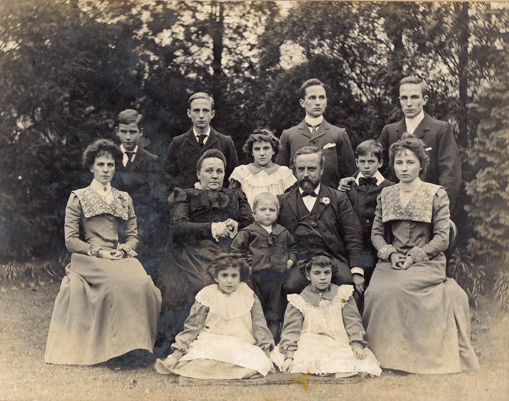 englands oldest fam - HD1024×807