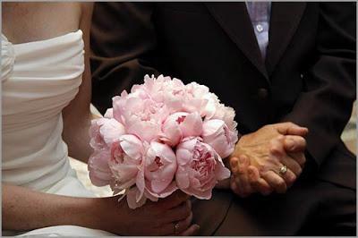 Сделать свадебный букет из пионов своими руками