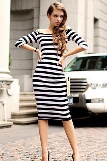 fb3d5c620b9 Платье в полоску скорректирует фигуру