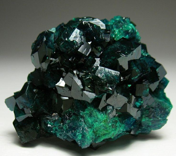 Диоптаз (медный изумруд, ахирит, аширит): свойства минерала, описание цвета, применение