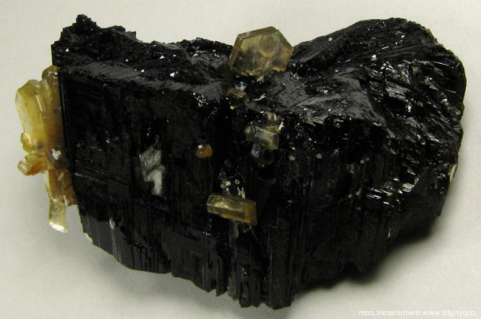 минерал турмалин