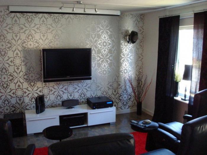 интерьер гостиной с комбинированными обоями фото