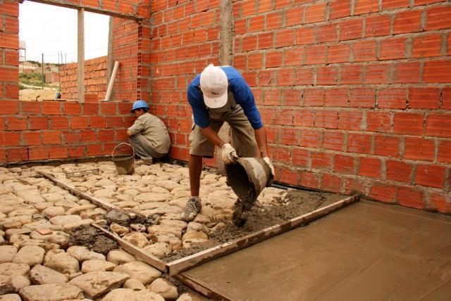 заливка пола бетоном в доме