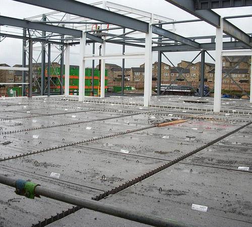Bezel-less floors