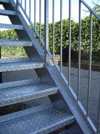 металлические ступени для лестниц