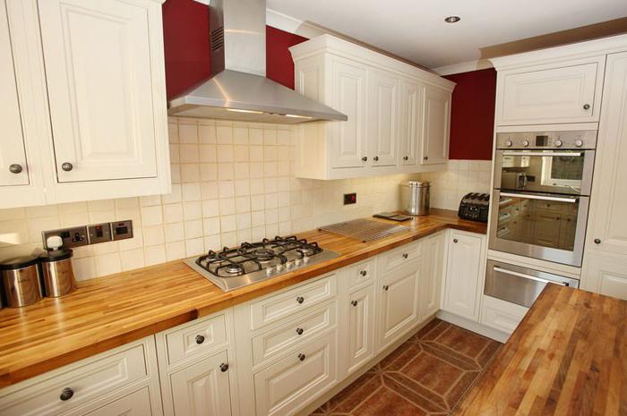 на какой высоте вешать кухонные шкафы над плитой