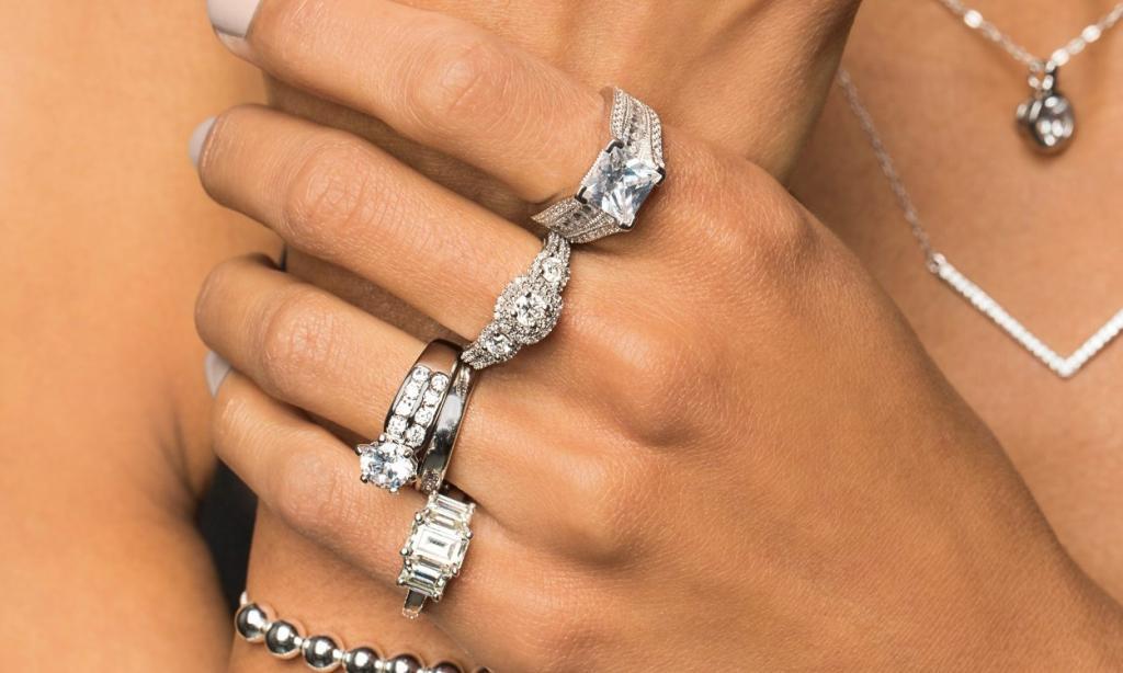Камень, похожий на бриллиант. Аналоги бриллиантов: обзор, свойства камней, основные отличия