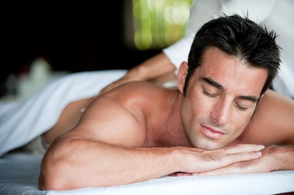 Как сделать мужу эротический массаж? Техника эротического массажа
