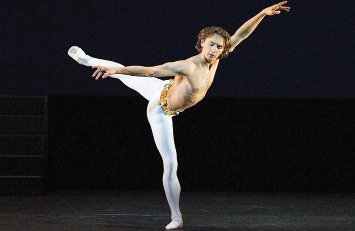 Танцующий мужчина