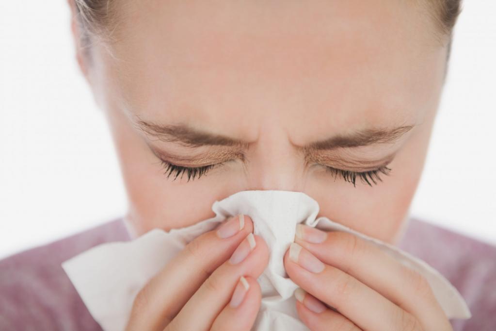 Болит голова в области лба и насморк