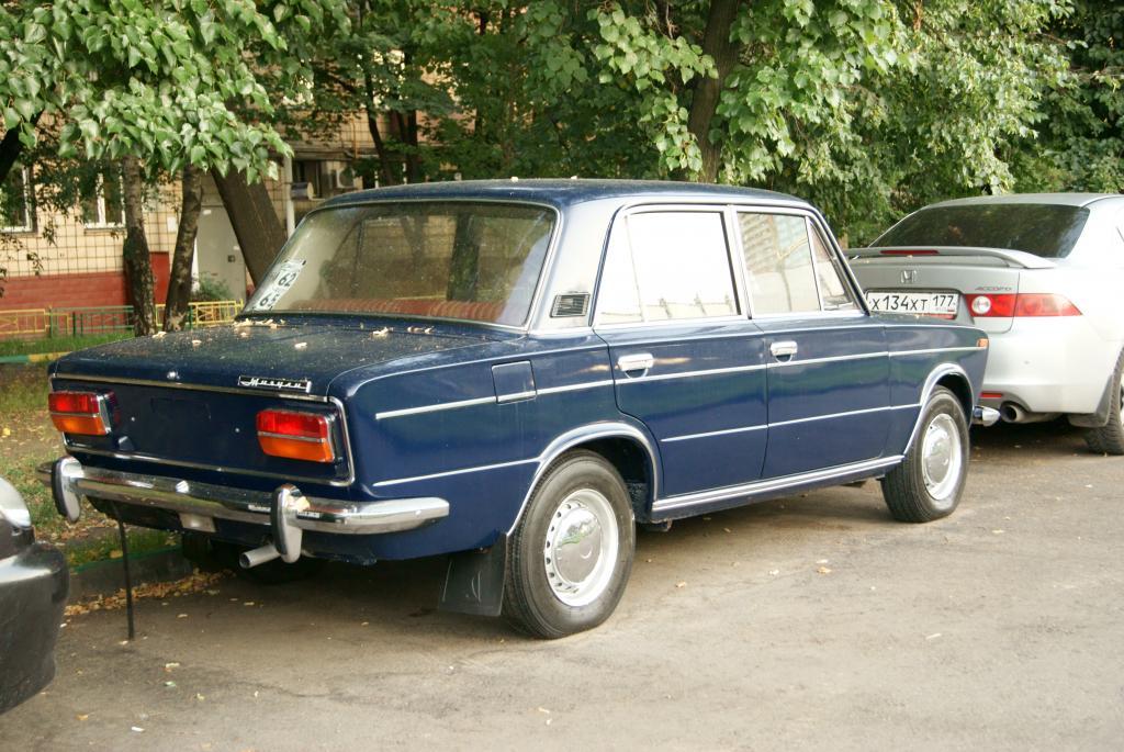 ВАЗ 2103 с шильдиком