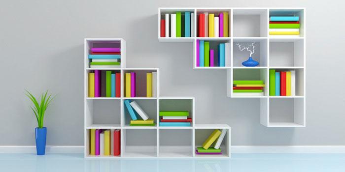 Книжные полки в интерьере: оригинальные идеи, примеры с фото