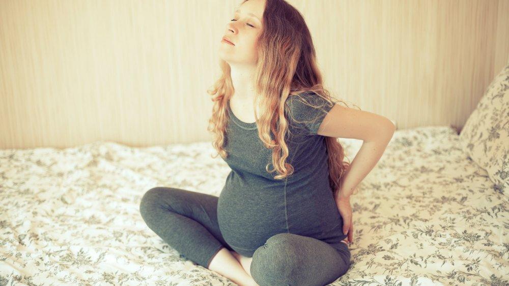 Болит поясница и бедра во время беременности