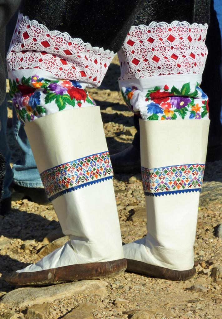 Обувь из оленьей шкуры: название, особенности пошива, теплота и удобство