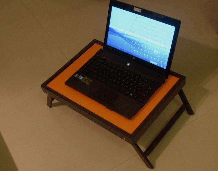 столики для ноутбука фото