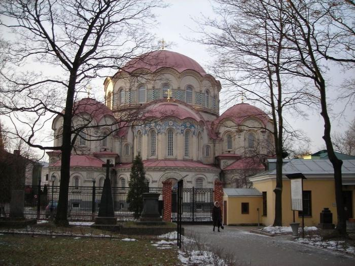 Новодевичий монастырь в Санкт-Петербурге