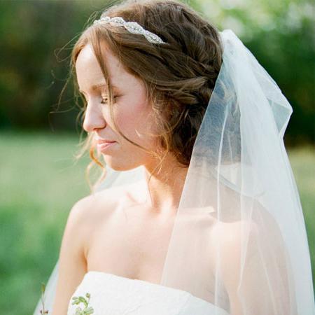 Прически на свадьбу с фатой и без нее