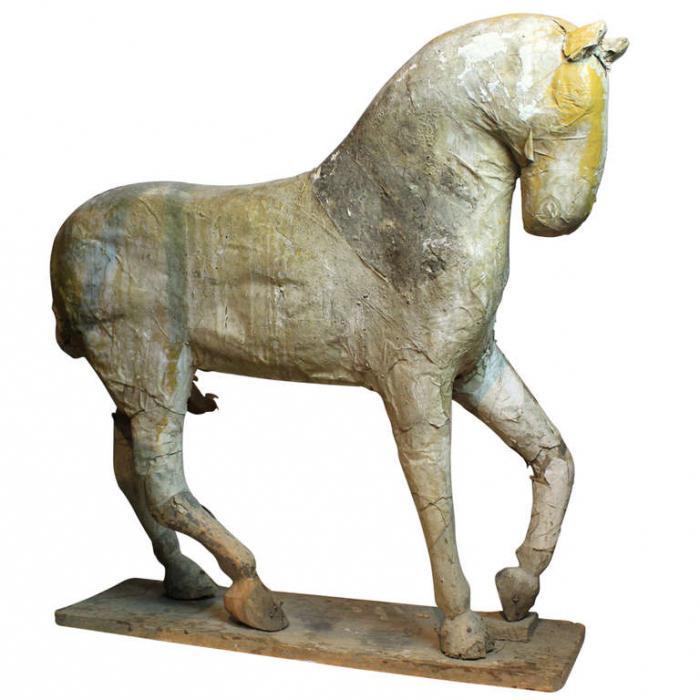 лошадь из папье маше