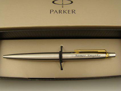 гравировка на ручке паркер