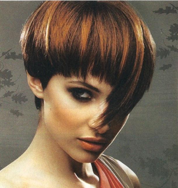 Так, например, большой популярностью пользуется стрижка шапочка на короткие волосы.