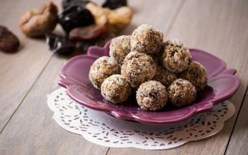 конфеты из орехов и сухофруктов