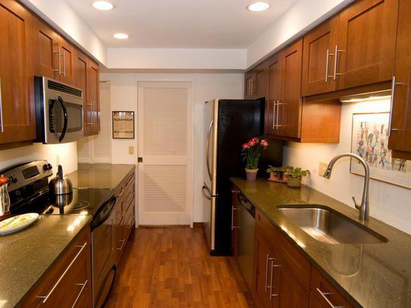 дизайн прямоугольной кухни гостиной