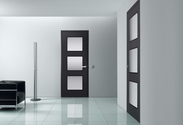 двери венге со стеклом в интерьере фото