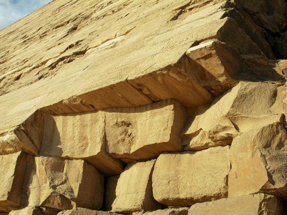 ломаная пирамида снофру в дахшуре