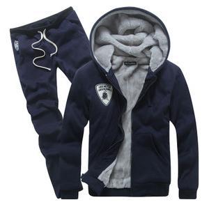 Спортивный зимний костюм модели и