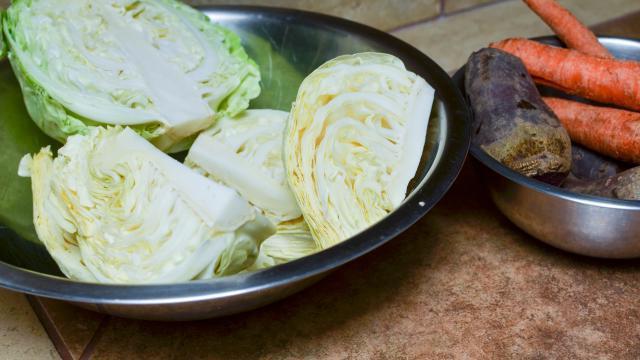 рецепт салата маринованной капусты со свеклой