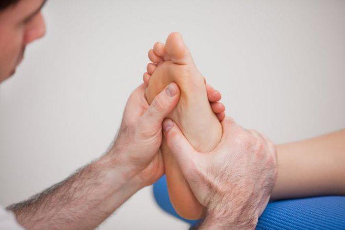 Боль в стопе под пальцами при ходьбе, к какому врачу обращаться