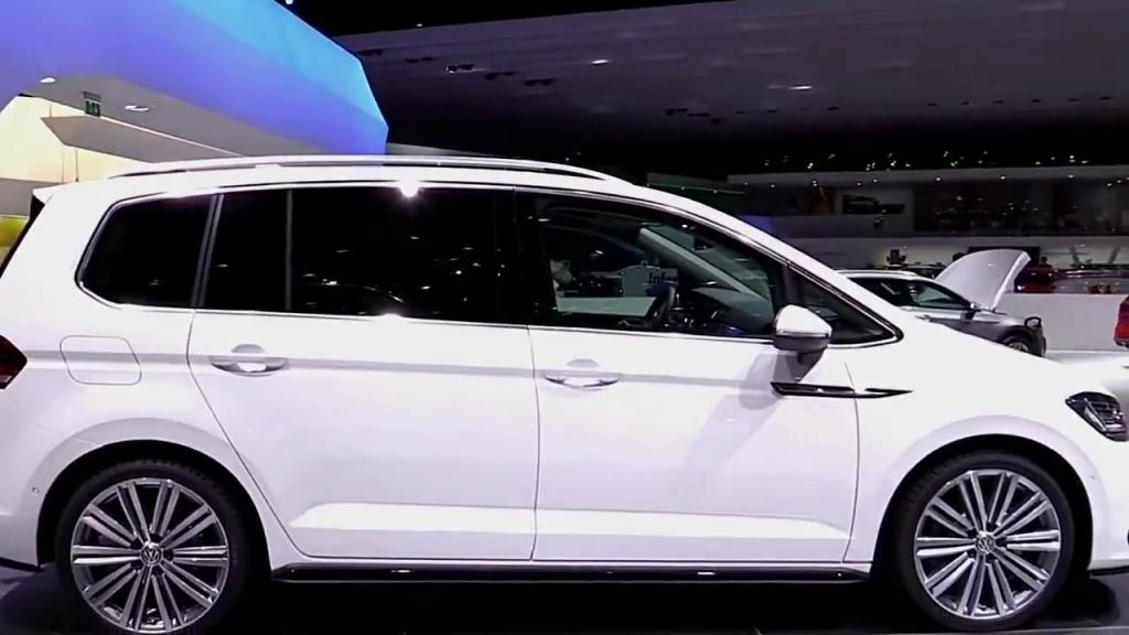Volkswagen Touran 2019 авто