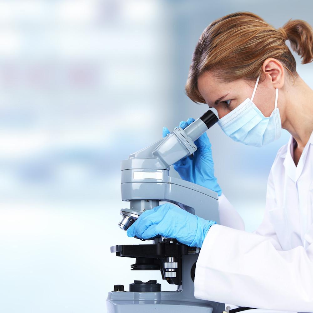 изучение мазка под микроскопом