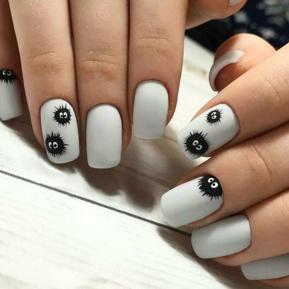 minimalistic manicure