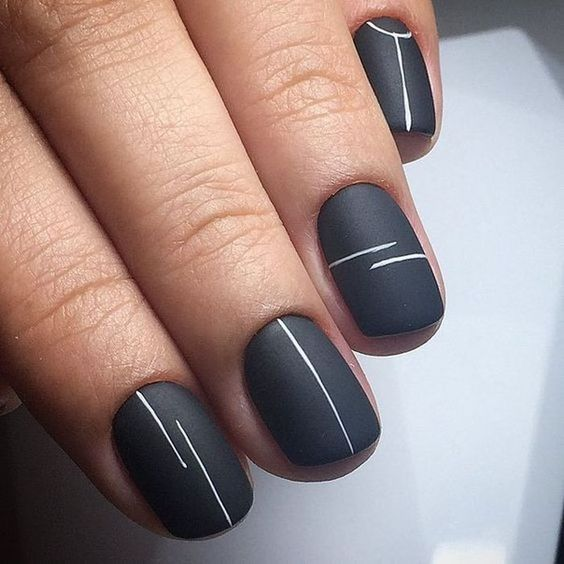 minimalistic manicure with lines